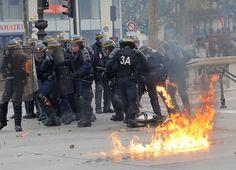 Fransa'da sokaklar savaş alanına döndü | yazarhep.com | Güncel Haberler, Son Dakika Haberleri - Sayfa 3