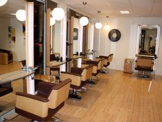 Ambiance Salon Chopper: bac lavage standard, fauteuil de coiffeur ...