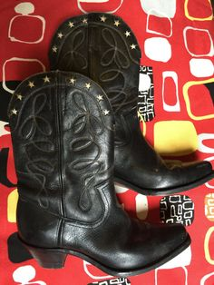 1940s black cowboy boots with cut out white stars, great condition door Tonupgirl op Etsy