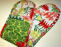 Traditional potholders may only protect your hands whereas the double potholders cover your wrists and forearms too. Use the Double Potholder Tutorial to learn how to make pot holders. This simple craft will be useful when you're cooking and baking.