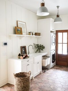 Neutral mudroom decor, laundry room design with shiplap and farmhouse laundry room decor Laundry Room Lighting, Living Room Lighting, Living Room Decor, Large Laundry Rooms, Mudrooms With Laundry, Dining Nook, Room Lights, Apartment Therapy, Home Remodeling