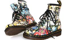 Vtg Dr Doc Martens Floral Print Boots Flowers 80's England - waaaant !!
