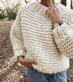 How to make Invernos Chunky easy mesh pullover standard new 2019 - Page 8 of 42 - crochetbeaus. com Chunky Knitting Patterns, Arm Knitting, Knit Patterns, Blusas Oversized, Oversized Pullover, Cardigans Crochet, Crochet Clothes, Sweater Weather, Winter Sweaters