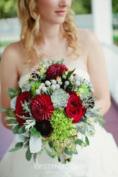 Designed by Cedarwood Weddings. Photo by Kristyn Hogan.