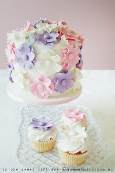 Flower Cake and cupcakes
