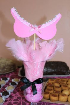 Peninhas...Plumas...Produtos ideais para eventos como chá de lingerie. As convidadas levam pra casa e divertem-se com seus respectivos amores e amados ♥