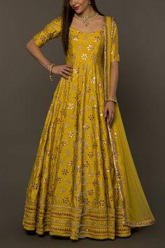 Haute spot for Indian Outfits. Designer Party Wear Dresses, Kurti Designs Party Wear, Lehenga Designs, Salwar Designs, Indian Gowns Dresses, Pakistani Dresses, Indian Long Gowns, Ethnic Dress, Indian Ethnic Wear