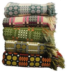 Tapestry blankets - change it up hanging over the bed rail and add one on top of duvet in Winter for extra warmth Welsh Blanket, Giant Knit Blanket, Wool Blanket, Textile Patterns, Textile Design, Textile Art, Weaving Textiles, Of Wallpaper, Hand Weaving