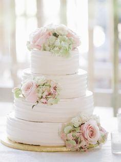 Featured Photographer: Kelly Kollar Photography; Wedding cake idea.