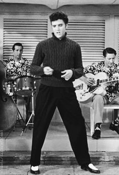 The Nifty Fifties — Elvis Presley in 'Jailhouse Rock', 1957 King Elvis Presley, Elvis Presley Movies, Elvis Presley Family, Elvis And Priscilla, Elvis Presley Photos, Lisa Marie Presley, Priscilla Presley, Pete Wentz, Hoodie Allen