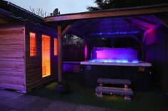 Bij Sunspa bent u op het juiste adres voor een topkwaliteit en betaalbare #Jacuzzi of #Infraroodsauna www.sunspabenelux.nl Jacuzzi, Insulation, Jukebox, New Zealand, Swimming, Pools, Delivery, Design
