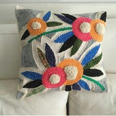 Border Embroidery Designs, Embroidery Hoop Crafts, Embroidery Art, Embroidery Stitches, Embroidery Patterns, Cute Crochet, Crochet Motif, Pillow Crafts, Punch Needle Patterns