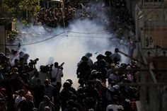 Clashes between Palestinians, Israeli police at Jerusalem holy site