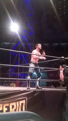 The entrance of Matt Sydal in the event Imperio Lucha Libre Lima Peru