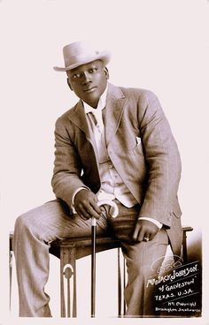 Jack Johnson, the first Black heavyweight boxing champion, dressed sharp as a tack, 1908 Jack Johnson Boxer, Afro, Heavyweight Boxing, Boxing History, Champions Of The World, Vintage Black Glamour, Vintage Style, Boxing Champions, Famous Black