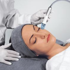 Microdermabrasion Exclusive turbo-flow projection delivers a vortex of crystals onto the skin. This is your solution to sun-damaged skin, fine lines and wrinkles, enlarged pores, superficial scars, and stretch marks. Great for acne and aging skin! Bridal Facial, Bridal Makeup, Hydra Facial, Face Facial, Skin Polish, Cosmetic Procedures, Layers Of Skin, Acne Prone Skin, Acne Skin
