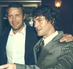 King Arthur Premiere, 2004. Aww! I literally can't handle how cute they look! :) And Hugh looks ridiculously young!