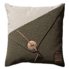 Pillow 50x50 - Gerstekorrel green by Knit Factory www.knitfactory.nl