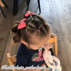 I made this style yesterday A fun elasticstyle with 2 high pigtails 🎀 The elastics match her shirt again Do you also find this style so… Toddler Hair Dos, Easy Toddler Hairstyles, Easy Little Girl Hairstyles, Girls Hairdos, Cute Little Girl Hairstyles, Pigtail Hairstyles, Cute Girls Hairstyles, Girl Haircuts, Hairstyles For Toddlers