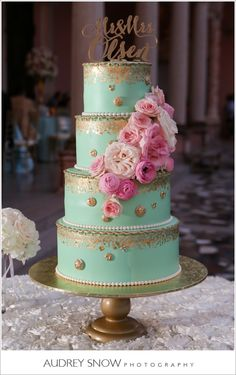 Mont green and Gold wedding cake with pink and blush flowers by The cake Zone at The Ringling, FL What emily likes about it: I love the gold trim with pastel green, i wouldn't go with as bright a green, but something like this style i would be cool with! Amazing Wedding Cakes, Amazing Cakes, Mint Gold Weddings, Trendy Wedding, Dream Wedding, Wedding Things, Boho Wedding, Wedding Decor, Wedding Ideas