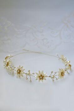 daisy pearl flower crown, pearl hair piece, wedding headpiece, daisy chain vine, gold bridal tiara, tiara headband, bridal headpiece, daisy