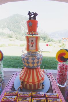 vintage carnival wedding cake - cool for a circus themed birthday though