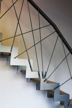 Balustrade with spectacular design - Ideas for all tastes. Interior Stair Railing, Staircase Handrail, Stair Railing Design, Railing Ideas, Staircase Ideas, Steel Stairs, Grades, Wooden Stairs, Wooden Staircases