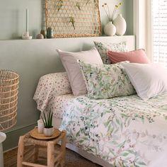 La parure de lit Arborea sublimera votre chambre grâce à son double décor et son style bohème. En savoir plus Charlie Crane, Decoration, Staging, Comforters, Sweet Home, Indoor, Blanket, Bed, Coton Biologique