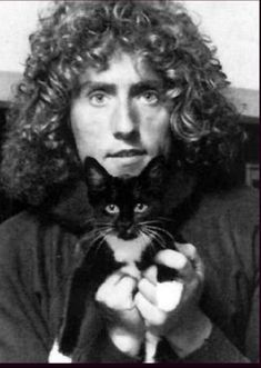 roger daltrey and feline friend Roger Daltrey, Crazy Cat Lady, Crazy Cats, I Love Cats, Cool Cats, Celebrities With Cats, Celebs, Photoshop Celebrities, Smoking Celebrities