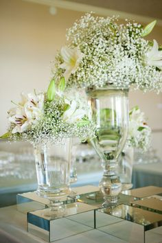 simple and pretty but the mirrored base adds a touch of glamour {via Style Me Pretty}