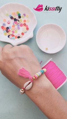 Diy Crafts Jewelry, Bracelet Crafts, Tassel Bracelet, Shell Bracelet, Cute Friendship Bracelets, Diy Jewelry Necklace, Diy Bracelets Easy, Beaded Jewelry Patterns, Polymer Clay Beads
