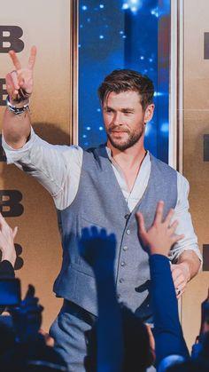 i luv u 😫✨ Snowwhite And The Huntsman, Chris Hemsworth Thor, Marvel Films, The Best Films, Chris Pratt, People Magazine, Superstar, Sexy Men, Hot Guys