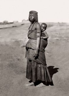Africa   Mpondomise mother and child, Qumbu district. South Africa. Early 1900s   ©️️Alfred Duggan-Cronin / McGregor Museum
