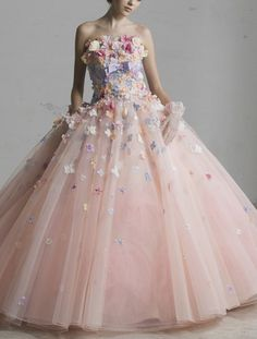 lovely dress by Yumi Katsura - mixed color flower ver.would make a beautiful Quinceanera Evening Dresses, Prom Dresses, Formal Dresses, Bridal Gowns, Wedding Gowns, Fantasy Dress, Colored Wedding Dresses, Lovely Dresses, Dream Dress