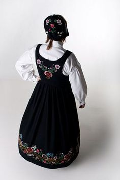 """Black """"Altabunad"""" from Alta, Finnmark, Norway (Also made in blue, but i haven't found a picture)"""