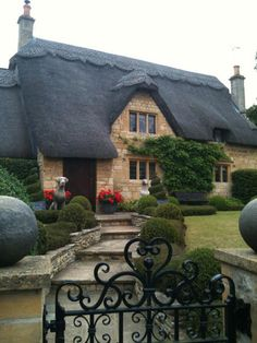 Can you believe the detail on the thatched roof of this cottage?  Amazing!