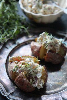 Viikko 4: Uuniperuna 5 eri täytteellä – Tyrniä ja tyrskyjä | Meillä kotona Fodmap, Baked Potato, Healthy Recipes, Healthy Food, Food And Drink, Potatoes, Yummy Food, Baking, Ethnic Recipes
