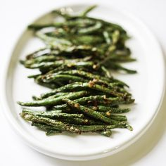 Air Fryer Green Beans Green beans with very little oil, done in 8 minutes, crispy, healthy, yummy! What a crowd pleaser!! Prep Time 5 minutes Cook Time 8 minutes Servings servings INGREDIENTS 1 pound Organic Green Beans Avocado Oil enough to coat your beans 1 tsp Himalayan Pink Sea Salt crushed red pepper flankes to taste INSTRUCTIONS Preheat air fryer to 400 degrees Rinse Green Beans well in strainer, dry well Trim the ends off beans by snipping with a kitchen scissor Spread green beans out ... Air Fried Green Beans, Crispy Green Beans, Garlic Green Beans, Cooking Green Beans, Air Fry Recipes, Clean Recipes, Ninja Recipes, How To Cook Greens, Air Frying