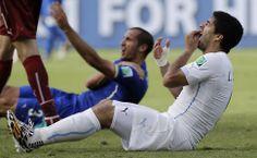 Após mordida, Suárez é suspenso por 9 jogos pela Fifa e está fora da Copa. Foto: Tony Gentile/Reuters
