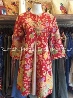 Blouse Batik, Batik Dress, Batik Fashion, Hijab Fashion, Fashion Tips, Dream Wardrobes, Dress Pesta, Vintage Style Dresses, Blouse Patterns