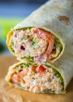 Spicy Sriracha tuna wraps make a great alternative to spicy tuna rolls and are light and refreshing. They're perfect for lunch and come together in just 5 minutes. Lunch is all about quick and healthy recipes. Raw Food Recipes, Seafood Recipes, Cooking Recipes, Healthy Recipes, Cooking Games, Canned Tuna Recipes, Dinner Recipes, Tuna Fish Recipes, Breakfast Recipes