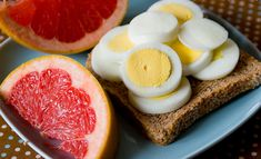 The link leads to 10 easy, healthy breakfast recipes that sounds delicious! The eggs on toast and grapefruit looks the best to me. I love grapefruit. Think Food, Love Food, Super Dieta, Healthy Snacks, Healthy Recipes, Healthy Breakfasts, Nutritious Breakfast, Healthy Dinners, Stay Healthy