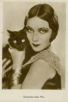 Dolores del Rio et le chat noir #actress #cat
