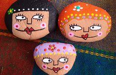Pisapapeles con piedras pintadas