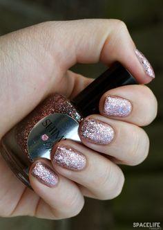 Nails: Shimmer Vicki