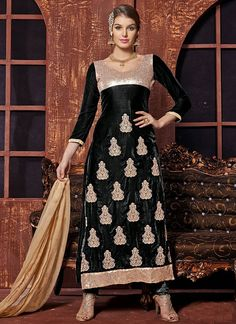The black and beige velvet embroidery bridal salwar suit is made up of butti work,jari work,lace patii work on stylish attire which looks different and chic. Pakistani Salwar Kameez, Churidar Suits, Anarkali, Salwar Suits Party Wear, Party Wear Dresses, Salwar Kameez Online Shopping, Indian Party Wear, Indian Sarees Online, Colorful Fashion