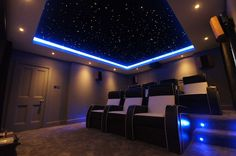 This infinity glass fiber ceiling gives a home theater room the finishing touch . - This fiberglass star ceiling Infinity gives a final touch to a home theater room …, - Home Theater Lighting, Home Theater Room Design, Home Cinema Room, Best Home Theater, At Home Movie Theater, Home Theater Rooms, Home Theater Seating, Home Theatre, Interior Lighting