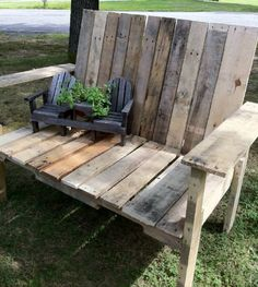 Made with only an old hand saw, a hammer and some used pallets. How-to: cherryblossomkindoflife.blogspot.com
