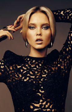 Smoky eye and nude lip. Timeless Makeup Trends