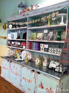 decor at magnolia bakery
